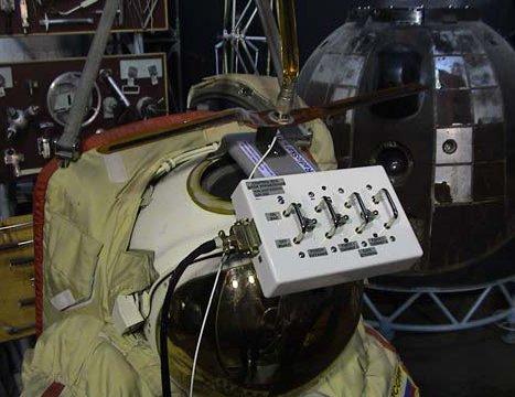 Блок управления антенной и интерфейсом экипажа SuitSat