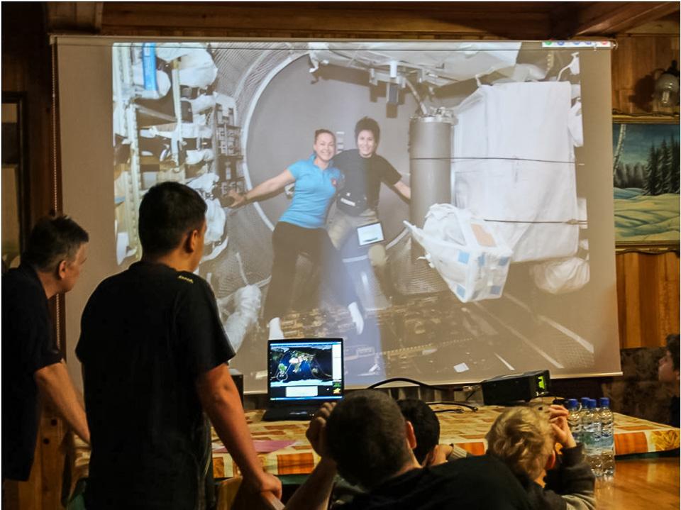 Радиовстреча в эфире 41/42 экипажа МКС с детской коллективной радиостанцией R8AM