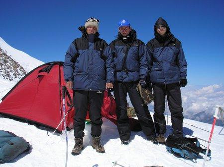 Команда 2006 года на западной вершине Эльбруса